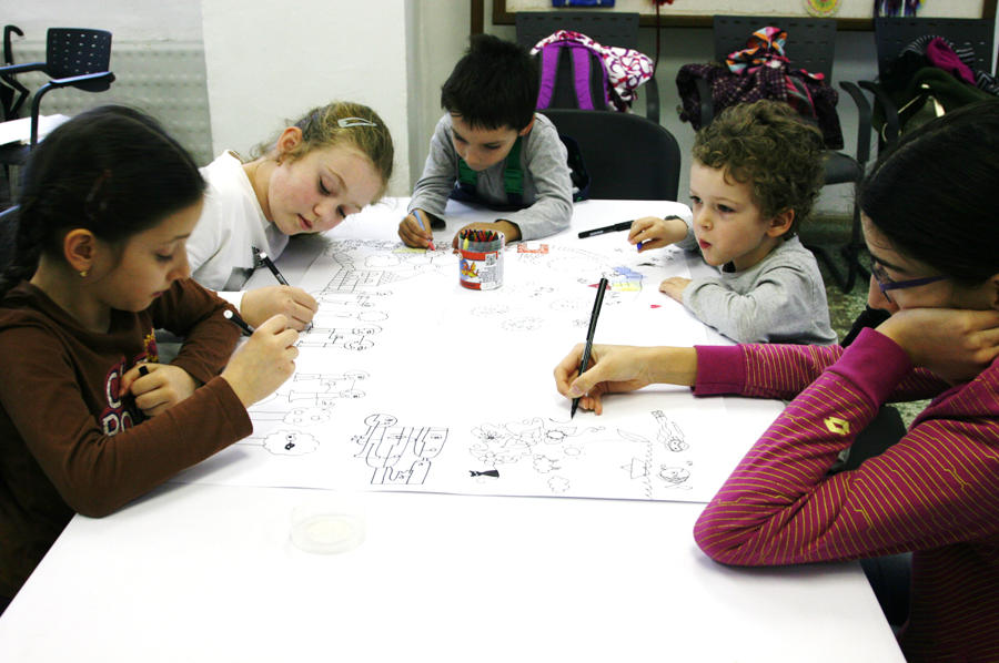 Children collaborative drawing